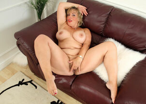 Mature pantyhose movies