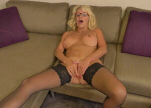 Blonde amatuer milf